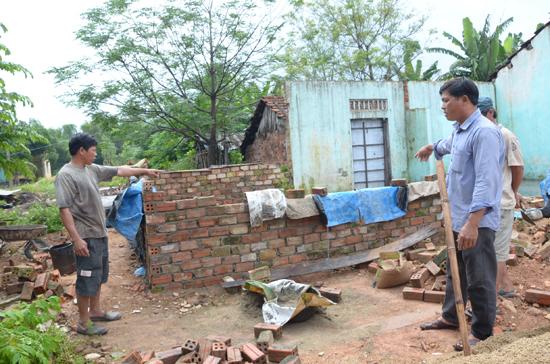 Công trình xây tạm của hộ ông Trần Văn Lựu trong khuôn viên HTX 1 Tam An bị chính quyền đình chỉ thi công vào ngày 26.10. Ảnh: T.N