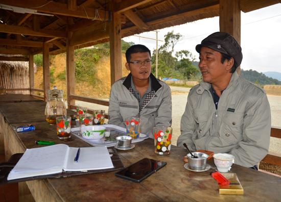 Cộng tác viên Xuân Khánh tác nghiệp tại miền núi.