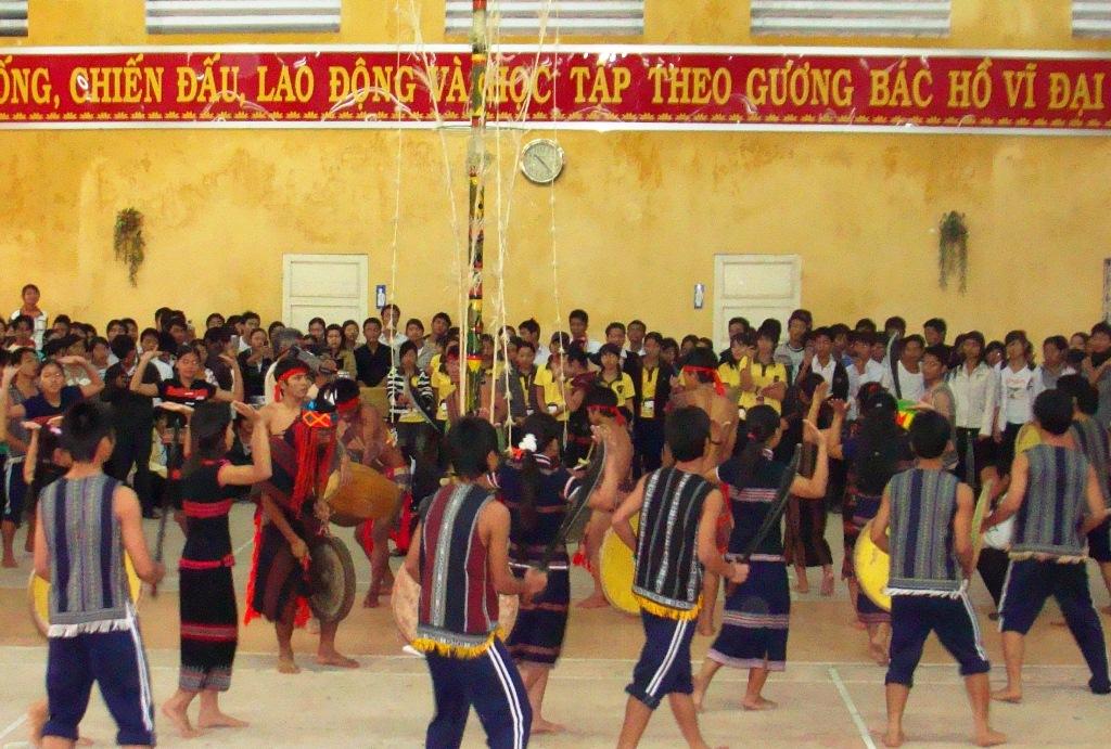 Không gian lễ hội được tổ chức tại trường Phổ thông Dân tộc nội trú tỉnh.