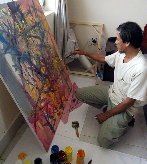 Với họa sĩ Trần Văn Binh, sáng tác cũng là một cách trả ơn cuộc sống. Ảnh: P.C.A