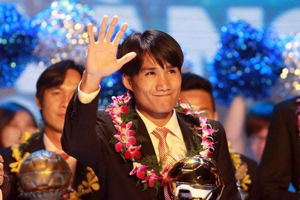 Tiền vệ Huỳnh Quốc Anh là cầu thủ người Quảng Nam đầu tiên có vinh dự nhận danh hiệu Quả bóng vàng Việt Nam.