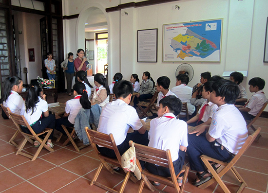 """Học sinh khối lớp 6 tham gia chương trình ngoại khóa """"Chúng em cùng nhau khám phá bảo tàng"""" tại TP.Hội An. Ảnh: B.T.D.S"""
