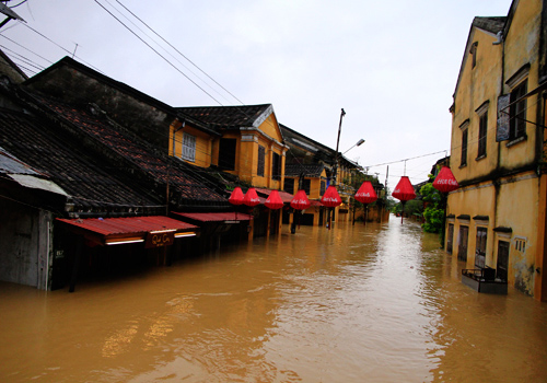 Heavy flood in Hoi An city in 2013- a consequence of climate change. Source: VNExpress