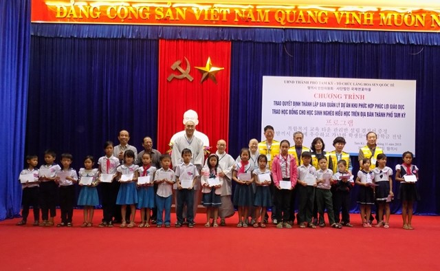 Pupils are given scholarships by the sponsors representatives.