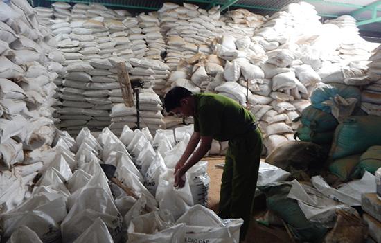 Nhà kho chứa lượng lớn bột liệm tử thi của Công ty Thiên Trang.