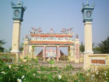 Lăng mộ danh tướng Ông Ích Khiêm ở Hòa Vang, TP. Đà Nẵng - di tích cấp quốc gia.