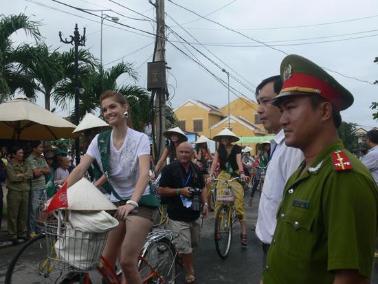 Lực lượng công an bảo vệ các sự kiện văn hóa, du lịch trên địa bàn. Ảnh: T.P