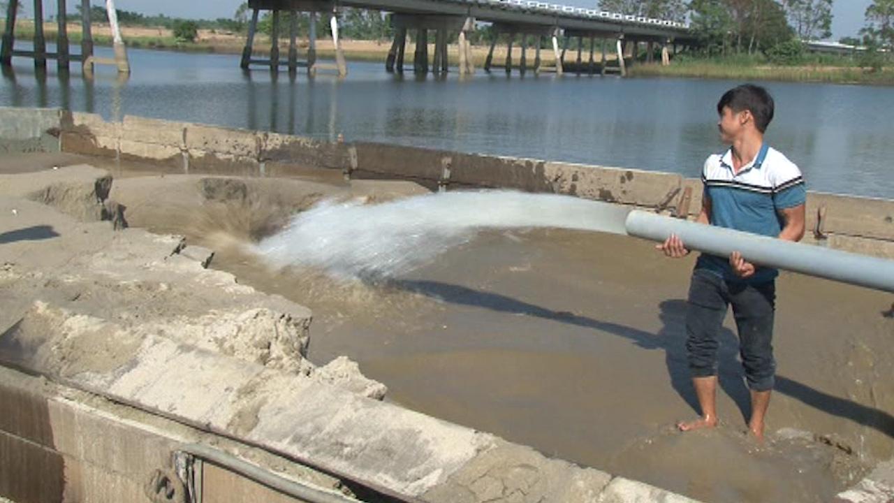 Khai thác cát trái phép với tốc độ nhanh nhờ nhiều loại mát hút hỗ trợ.