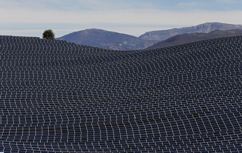 Solar panels at the photovoltaic park in Les Mees, in the department of Alpes-de-Haute-Provence, France, on March 31, 2015. The solar farm of the Colle des Mees, the biggest in France, consists of 112,780 solar modules generating 100 megawatts of power. # Jean-Paul Pelissier / Reuters