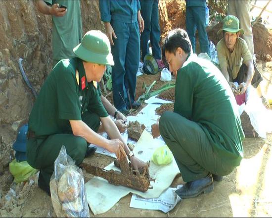 Khảo sát, tìm kiếm hài cốt liệt sĩ vẫn được LLVT huyện Tiên Phước phối hợp với lực lượng cựu chiến binh tổ chức thường xuyên.