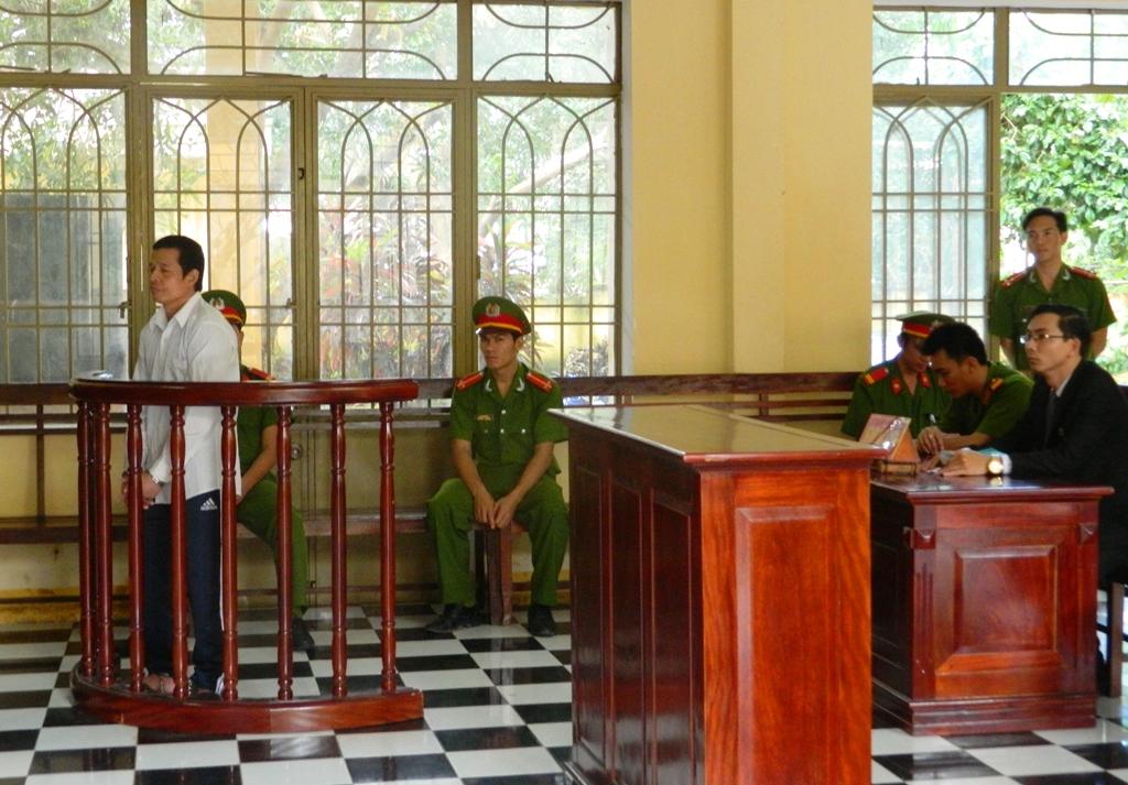 Bị cáo Tơ Đênh Triệu tại phiên tòa xét xử.