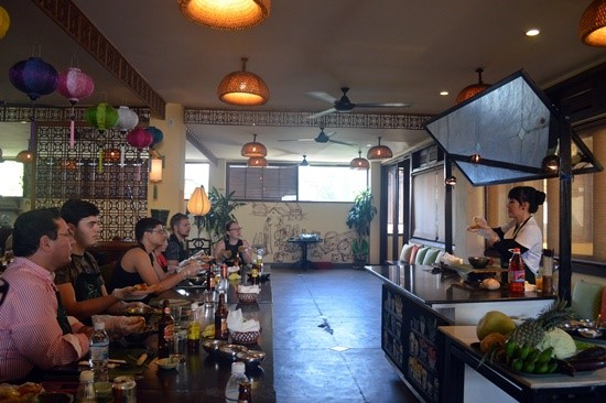 Tourists learn how to cook in Cho Pho restaurant, Hoi An city