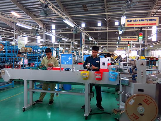 Hoạt động sản xuất, kinh doanh sôi động tại các khu công nghiệp. Ảnh: T.DŨNG