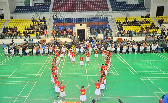 Lễ khai mạc Hội khỏe Phù Đổng TP.Tam Kỳ năm học 2015 -2016, một trong những sân chơi để người làm thể thao Tam Kỳ phát hiện những tài năng trẻ. Ảnh: T.VY