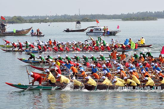 Từng chiếm đến 1/3 số lượng nhưng tại giải Đua thuyền truyền thống Phát thanh truyền hình Quảng Nam năm 2015 không một thuyền đua nào của huyện Duy Xuyên khiến cho nhiều người băn khoăn.