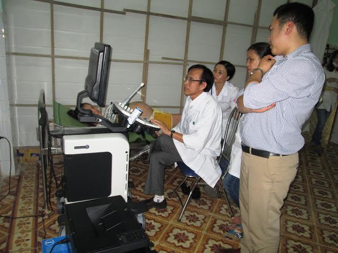 Sử dụng máy siêu âm màu 3 chiều ở Trung tâm Y tế huyện Thăng Bình.