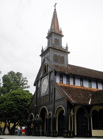Nhà thờ gỗ Kon Tum.