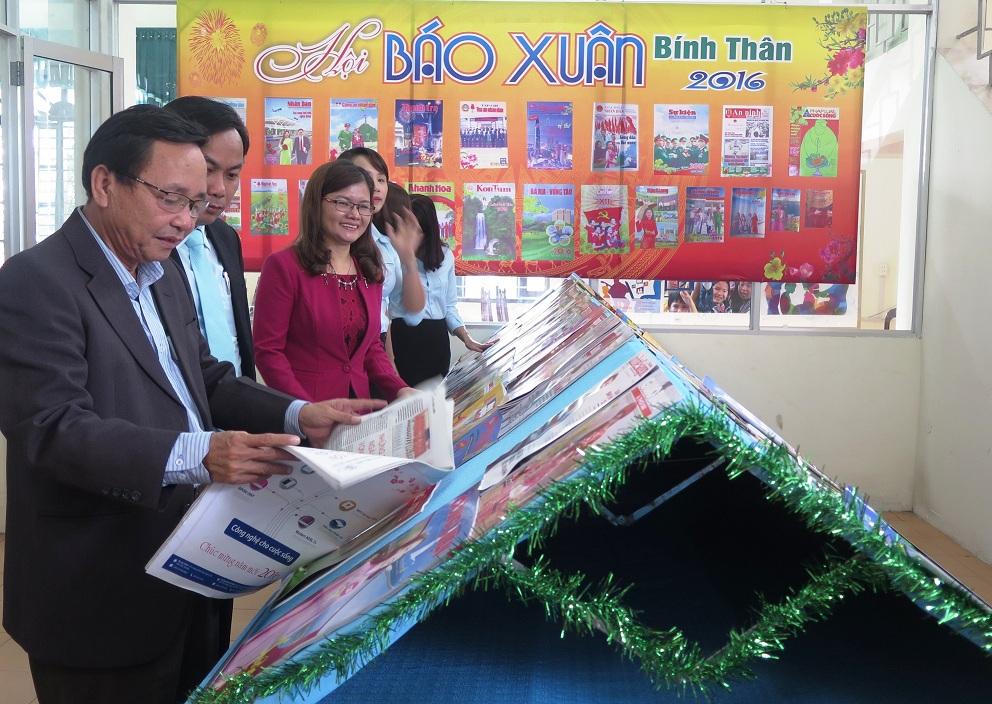 Hội báo Xuân Bính Thân 2016 tổ chức tại Thư viện tỉnh