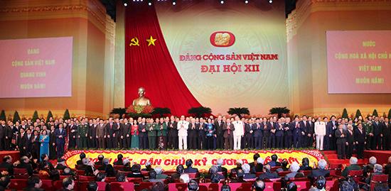 Ban Chấp hành Trung ương khóa mới ra mắt tại Đại hội XII của Đảng. Ảnh internet