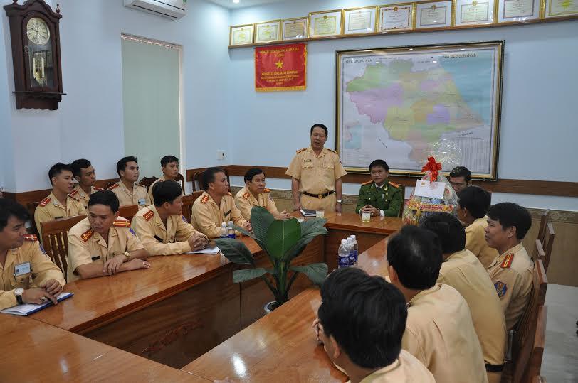 Phòng Cảnh sát giao thông báo cáo tình hình sẵn sàng chiến đấu với lãnh đạo Công an tỉnh.
