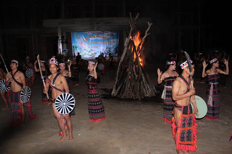 Đồng bào các dân tộc thiểu số vùng biên Nam Giang vui xuân ấm áp.