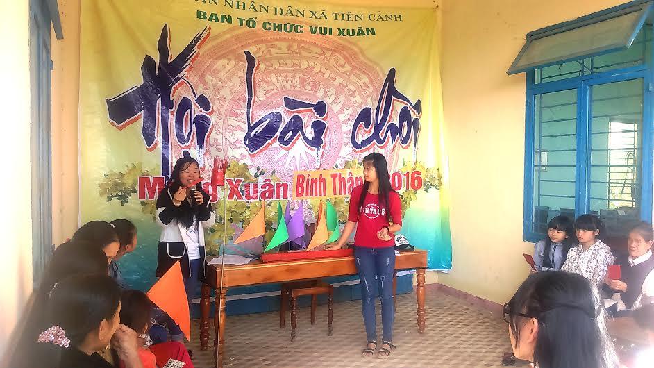 Quang cảnh hội hô hát bài chòi xã Tiên Cảnh.
