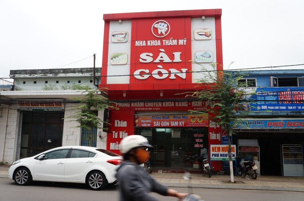 Cơ sở nha khoa Sài Gòn đã bị Thanh tra Sở đình chỉ hoạt động đến khi được cấp phép.