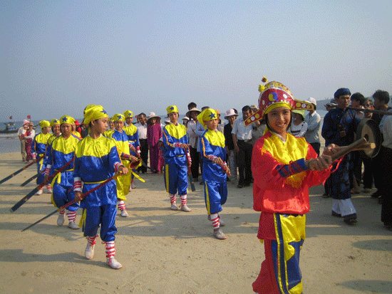 A Ba Trao singing performance in Tam Hai commune, Nui Thanh district.