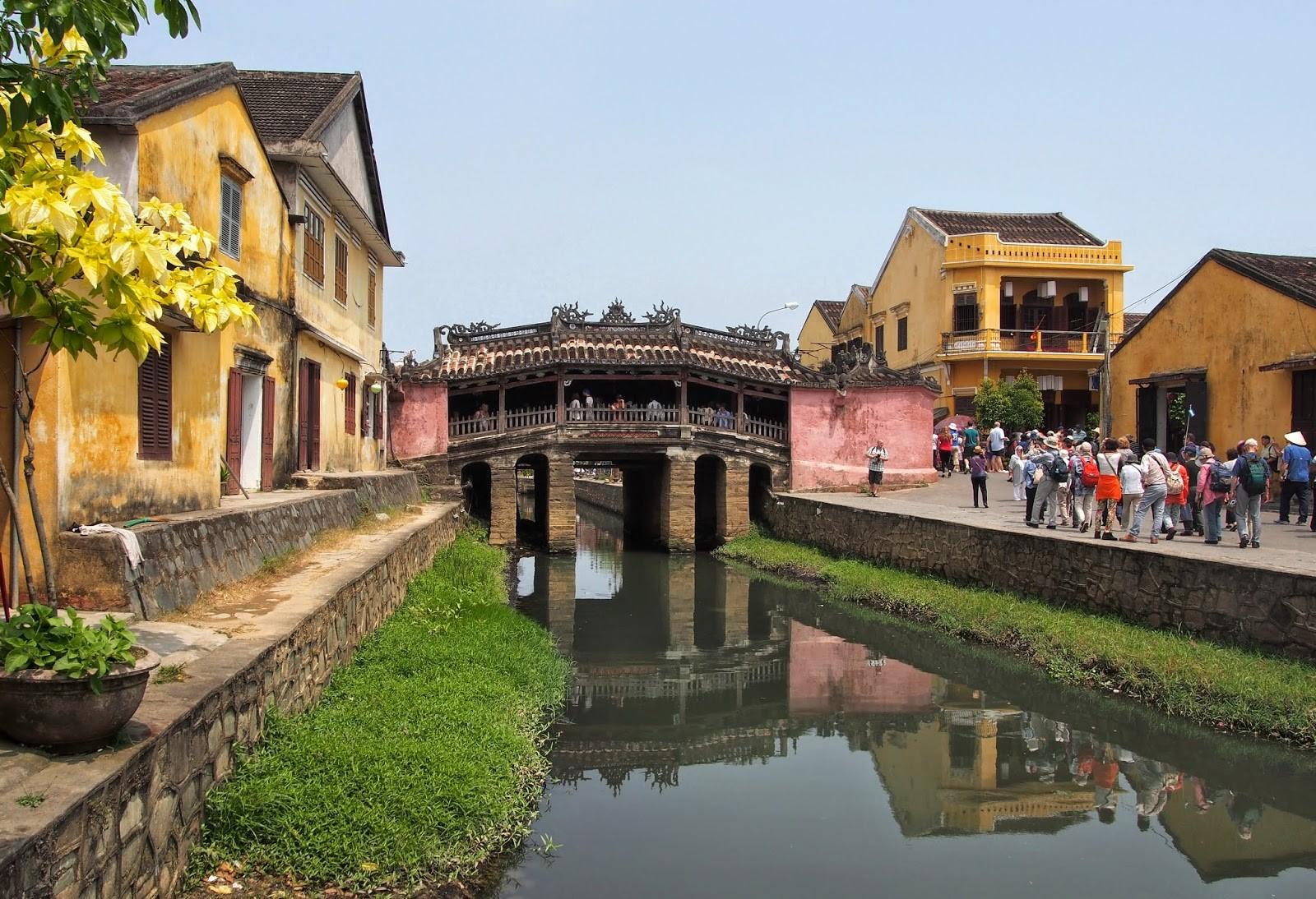 Japanese bridge in Hoi An city. Picture (intercontinentalgardener)