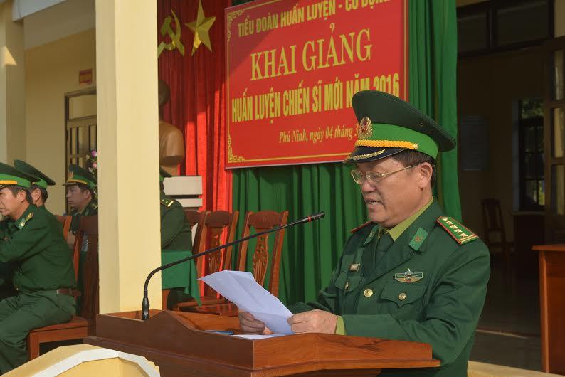 Đại tá Nguyễn Hữu Thắng - Phó Chỉ huy trưởng Bộ đội Biên phòng tỉnh phát biểu giao nhiệm vụ. Ảnh: V.V