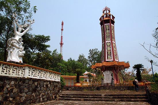 Hồ Lệ được ghi tên trên bia tưởng niệm Trường An (Đại Quang, Đại Lộc). Ảnh: LÊ THÍ