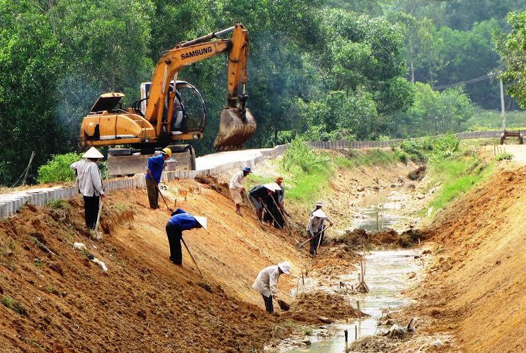 Kiên cố hóa hệ thống kênh chính Bắc Phú Ninh. Ảnh: N.S