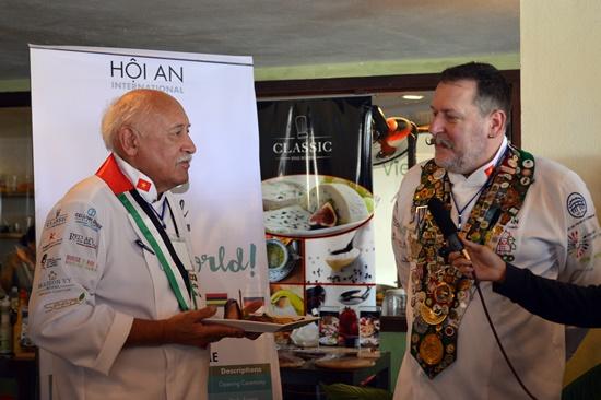 Ông Thomas Gugler – Trưởng đoàn đầu bếp Thế giới giao lưu và giới thiệu từng đầu bếp để được biết nhau