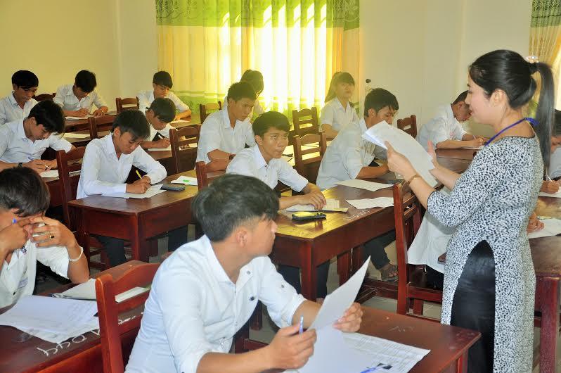 Các thí sinh dự thi THPT quốc gia 2015. Ảnh: X.P