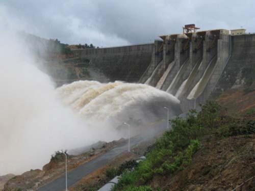 Nhà máy thủy điện Đắk Mi 4 sai phạm khi không dự báo, không xả nước đúng quy trình.