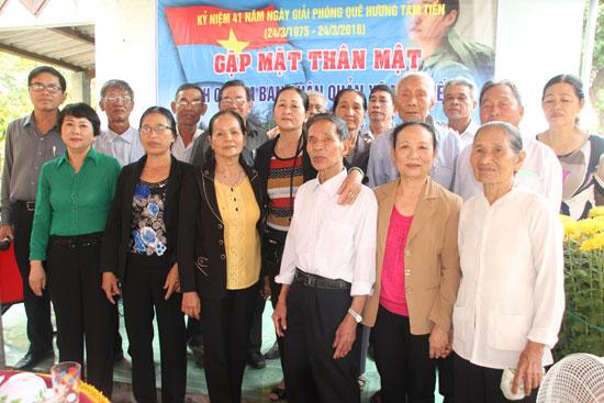 Ban quân quản xã Tam Tiến tổ chức gặp mặt nhân kỷ niệm 41 năm giải phóng quê hương. Ảnh: M.Đ