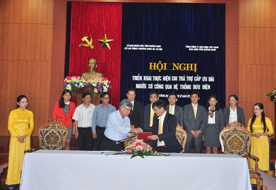 Bộ LĐ-TB&XH thống nhất chủ trương tiếp tục triển khai thực hiện thí điểm Đề án chi trả trợ cấp ưu đãi người có công qua hệ thống bưu điện ở Quảng Nam. Ảnh: T.LỘ