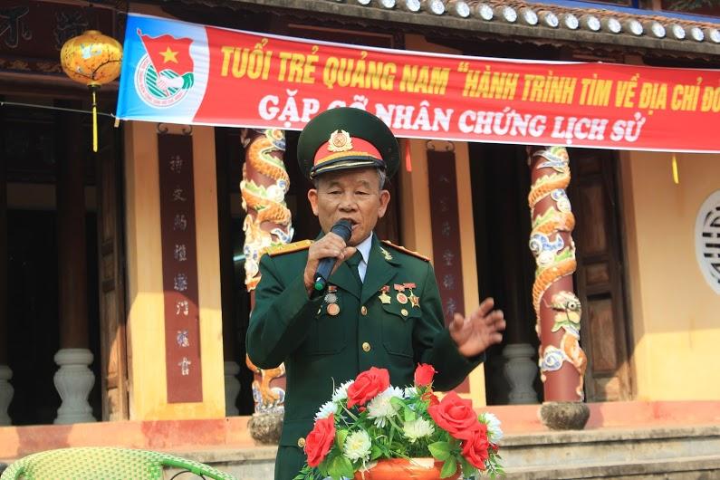 Giao lưu cùng Anh hùng lực lượng vũ trang nhân dân Hồ Xuân Quang. Ảnh: H.C