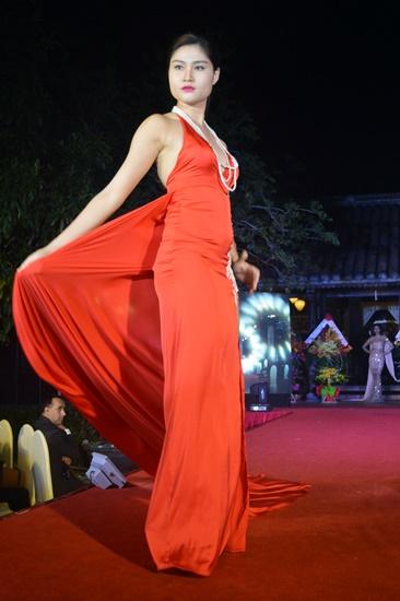 Lần đầu tiên người dân và du khách được chiêm ngưỡng các trường phái thời trang trong nước và quốc tế