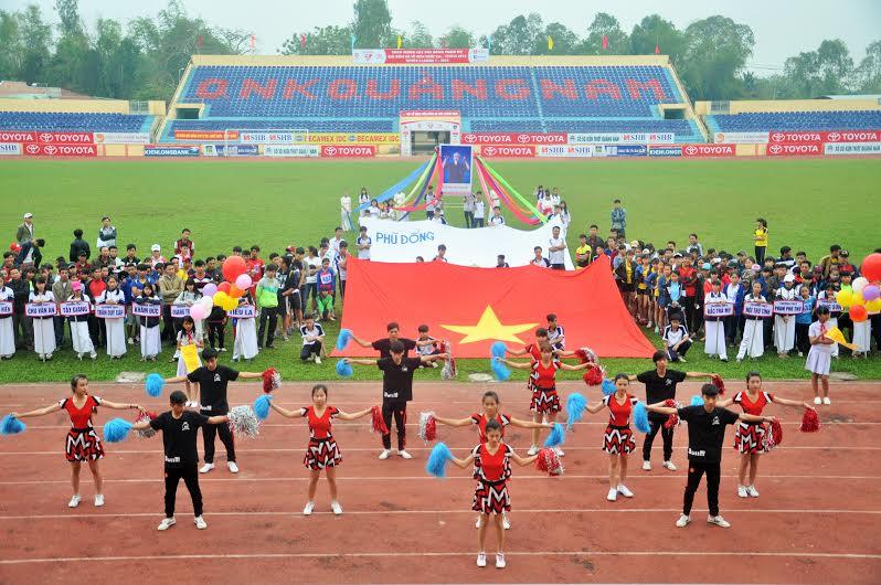 Tiết mục văn nghệ của các em học sinh chào mừng lễ khai mạc Hội khỏe Phù Đổng tỉnh Quảng Nam lần thứ VIII. Ảnh: X.P