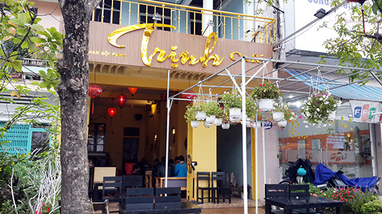 Toàn cảnh Trịnh café.