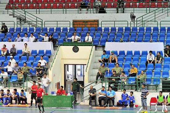 Khán đài Nhà thi đấu TD-TT Quảng Nam khá trống vắng. Ảnh: AN NHI