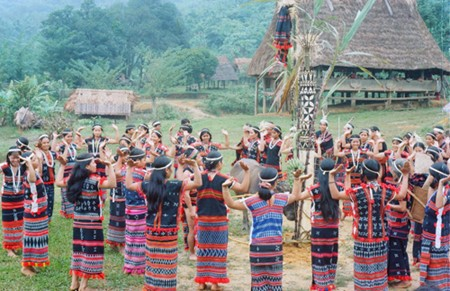 Traditional Tung Tung -Ya Ya dance of the Cotu ethnic group in Quang Nam