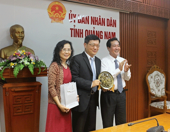 Mr Toan (right) and General Director Kuang-Chung Liang