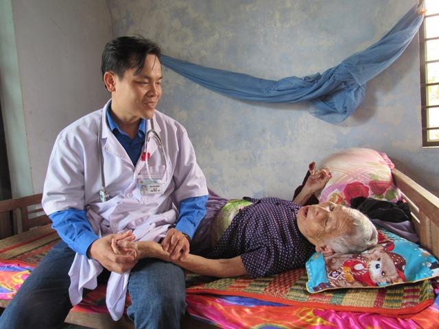 Khám bệnh, phát thuốc cho gia đình chính sách, Mẹ Việt Nam anh hùng