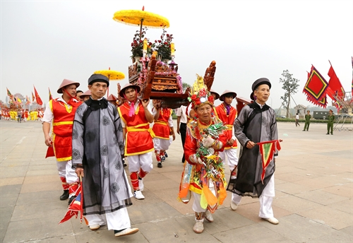 Respect: A procession from Kim Đức Commune carrying a symbolic palanquin and offerings to the Hùng Kings' Temple Complex in Việt Trì City earlier this week. VNA/VNS Photo Trung Kiên