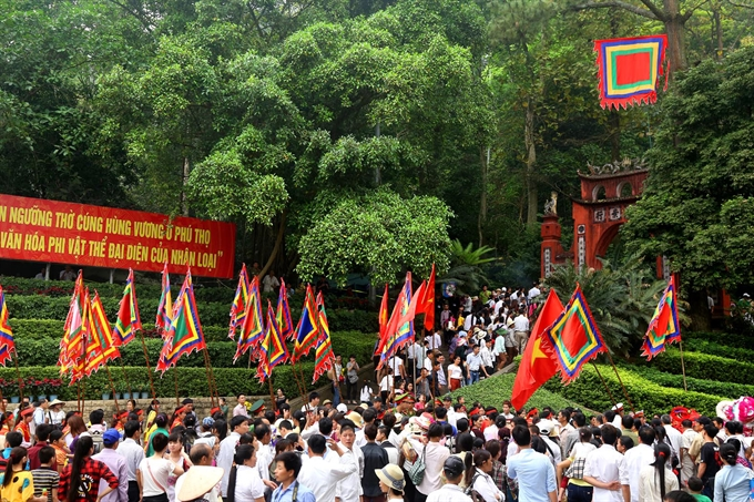 Worship: People flock to the Hùng Kings' Temple Complex to commemorate their ancestors. VNA/VNS Photo Trung Kiên