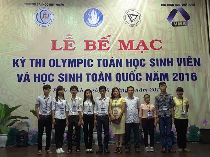 Đội tuyển của Đại học Quảng Nam tại kỳ thi Olympic Toán sinh viên toàn quốc tại Quy Nhơn.