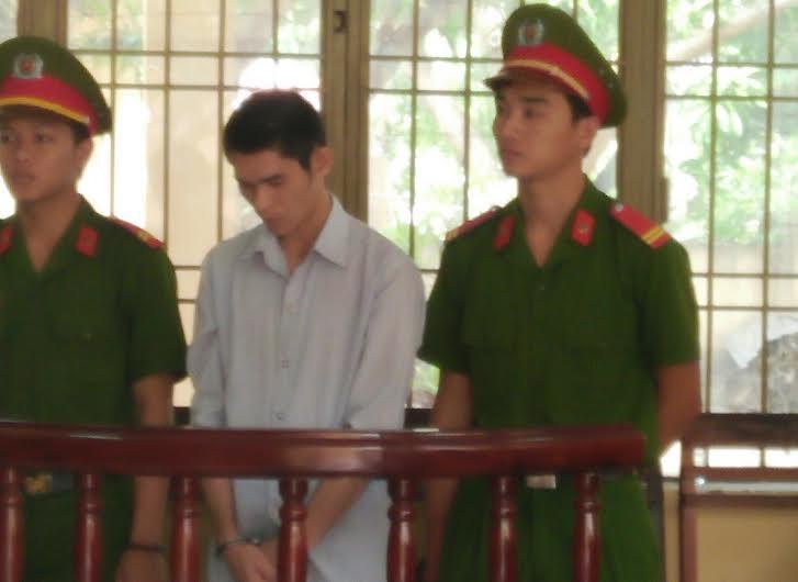 Bị cáo Phạm Trần Công Viết Linh tại phiên tòa xét xử. Ảnh: T.C