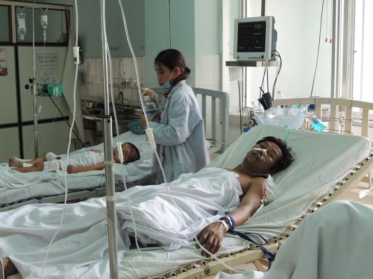Ông Phạm Phú Nhàn đang điều trị tại Khoa Hối sức cấp cứu Bệnh viện đa khoa Quảng Nam.